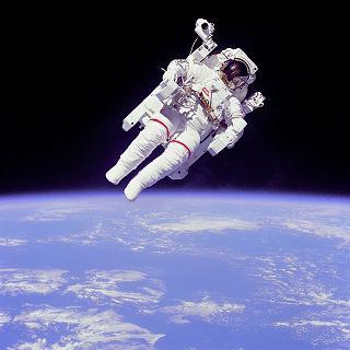 astronaut in de ruimte; foto publiek domein